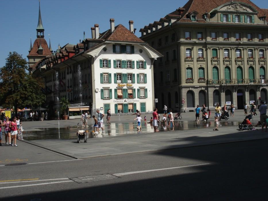 Bundesplatz mit Wasserspiel