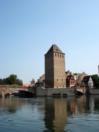 alten Stadttürmen und am Wehr