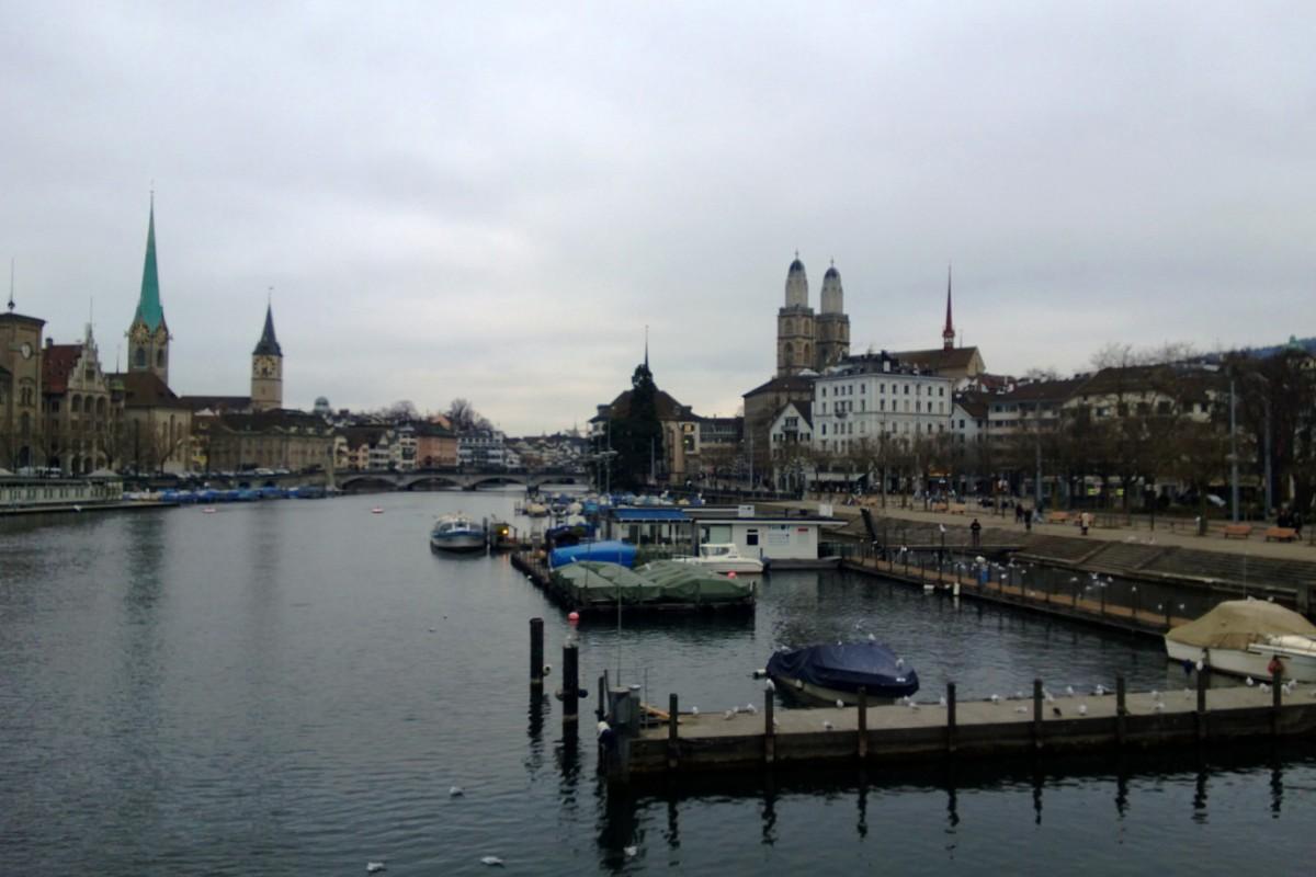 Sonntag in Zürich – Unter der Nebeldecke