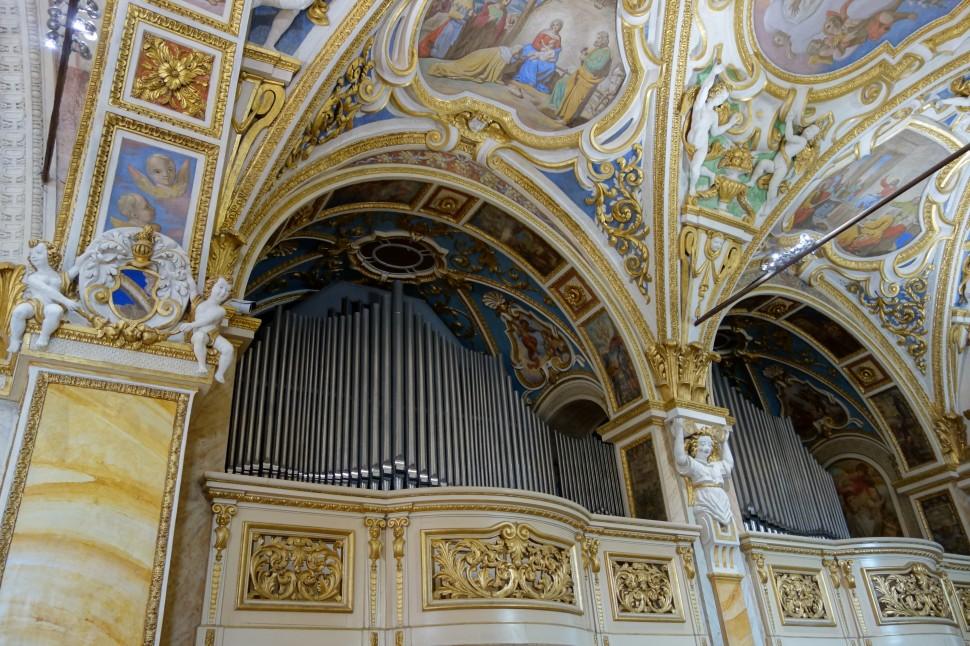 Madonna del Sasso Inside