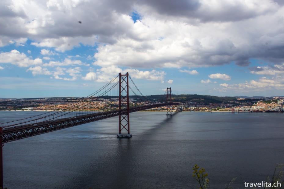 Lissabon mit der Brücke