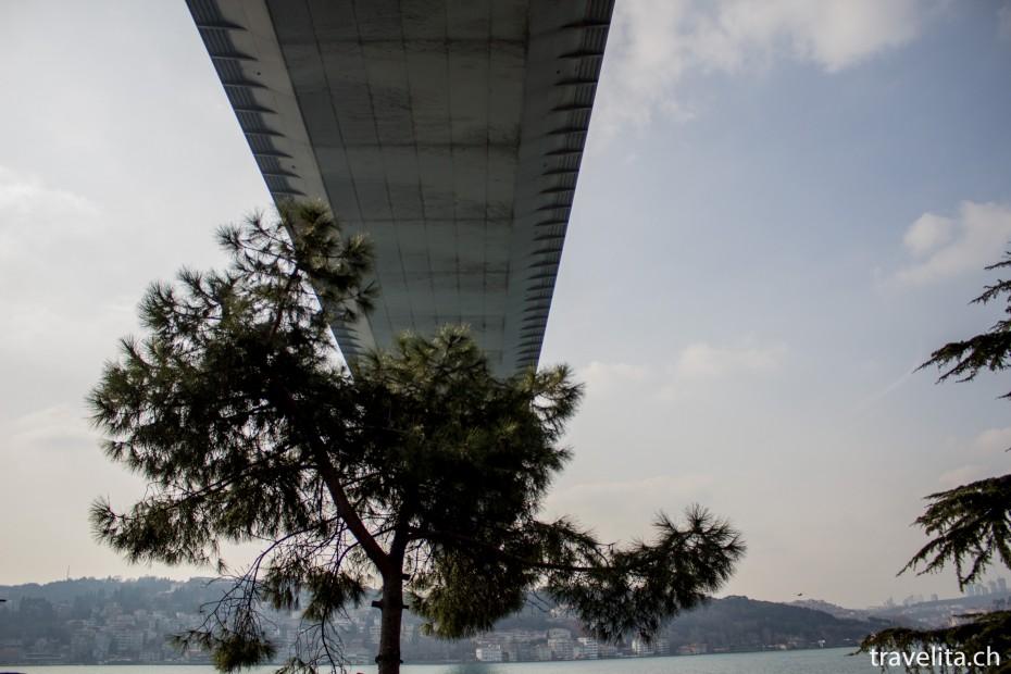 Bosporus-Bruecke-Istanbul-unten
