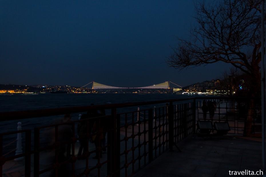 Bosporus-Bruecke-Nacht-Istanbul