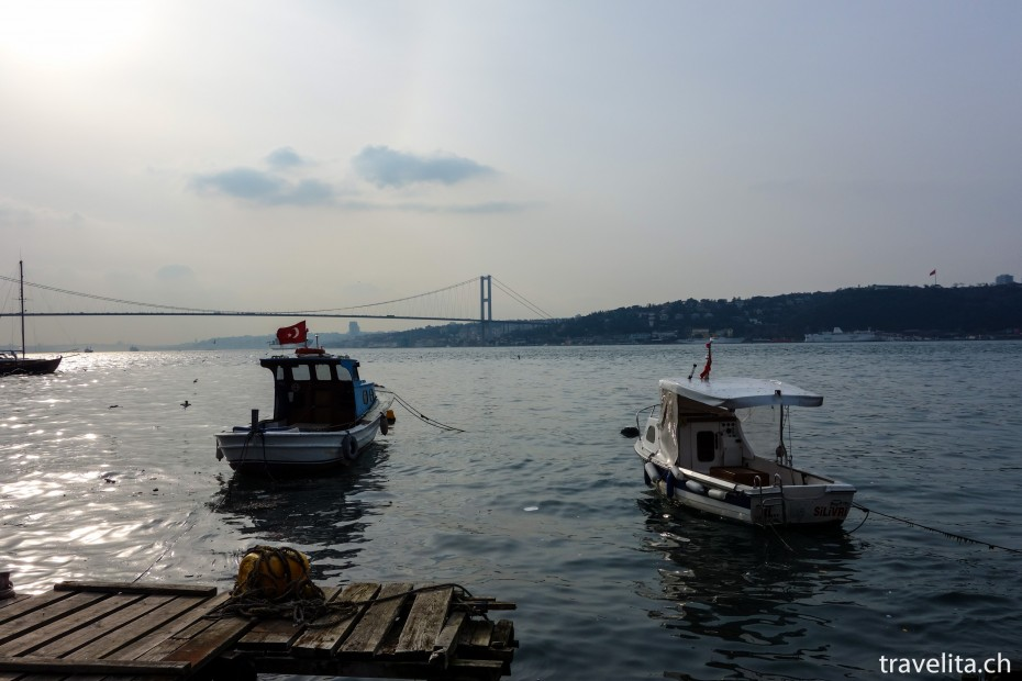 Schiffe-Bosporus-Bruecke-Istanbul