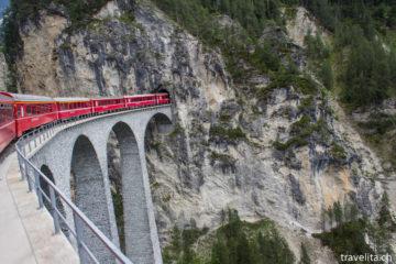 Reiseschnappschuss - imposante Bahnfahrt