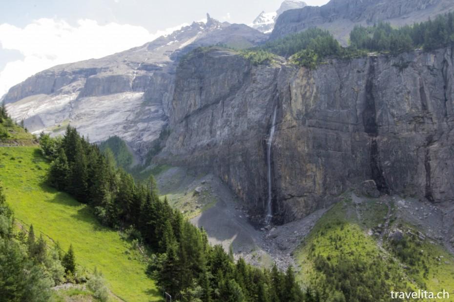 Wasserfall auf dem Weg zum Oeschinensee
