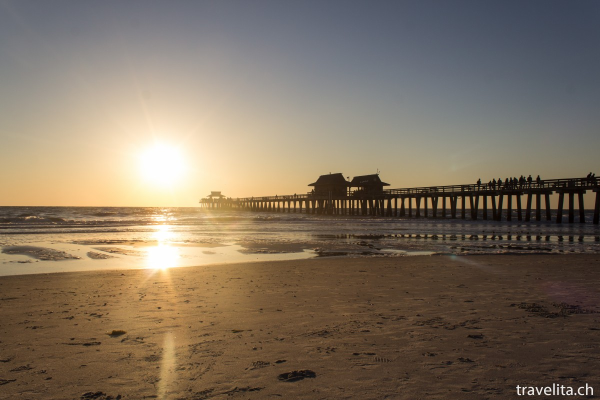 Travel Tuesday Snapshot – Oh my pretty Naples Pier