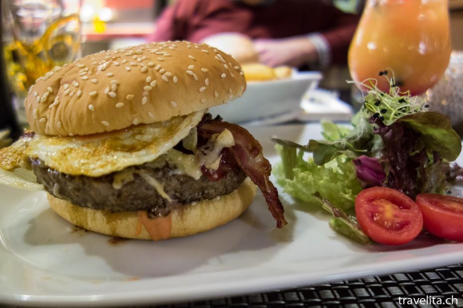 Hamburger im Bär's in Klosters