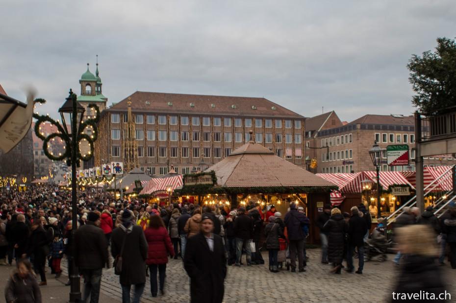 Jede Menge Leute auf dem Nürnberger Christkindlesmarkt
