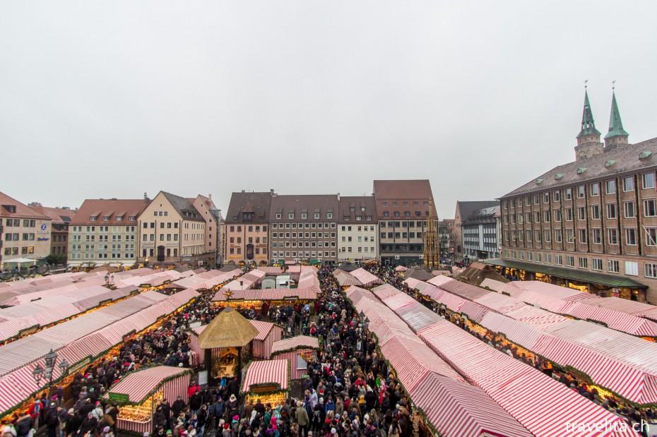 Sicht von oben über den Nürnberger Christkindlesmarkt