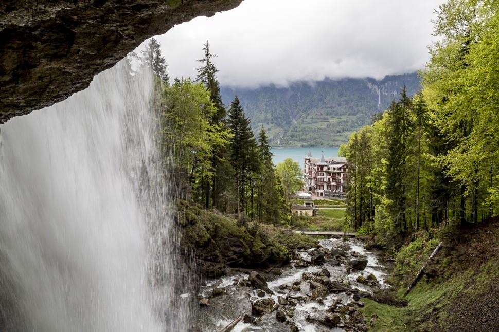 Sicht auf das Grandhotel Giessbach vom Giessbachfall