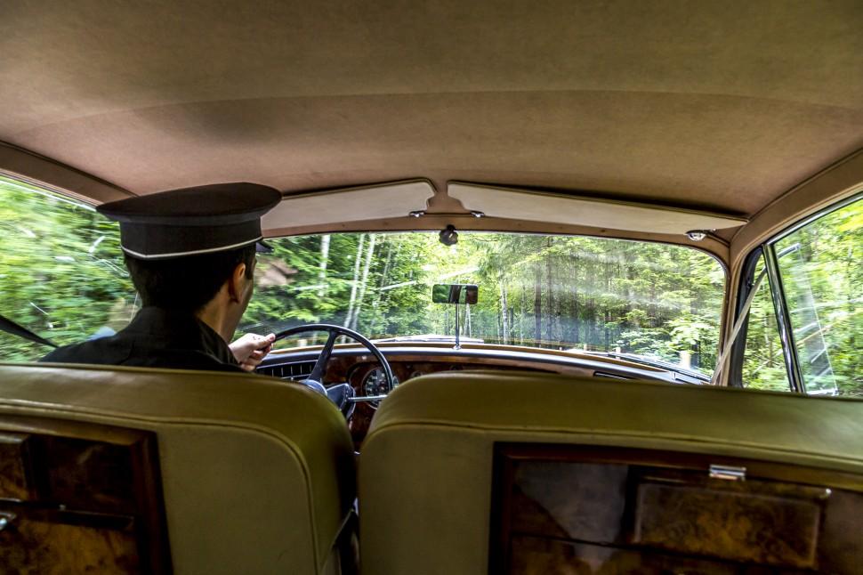 Bentley-Roger-Moore-Grand-Bellevue