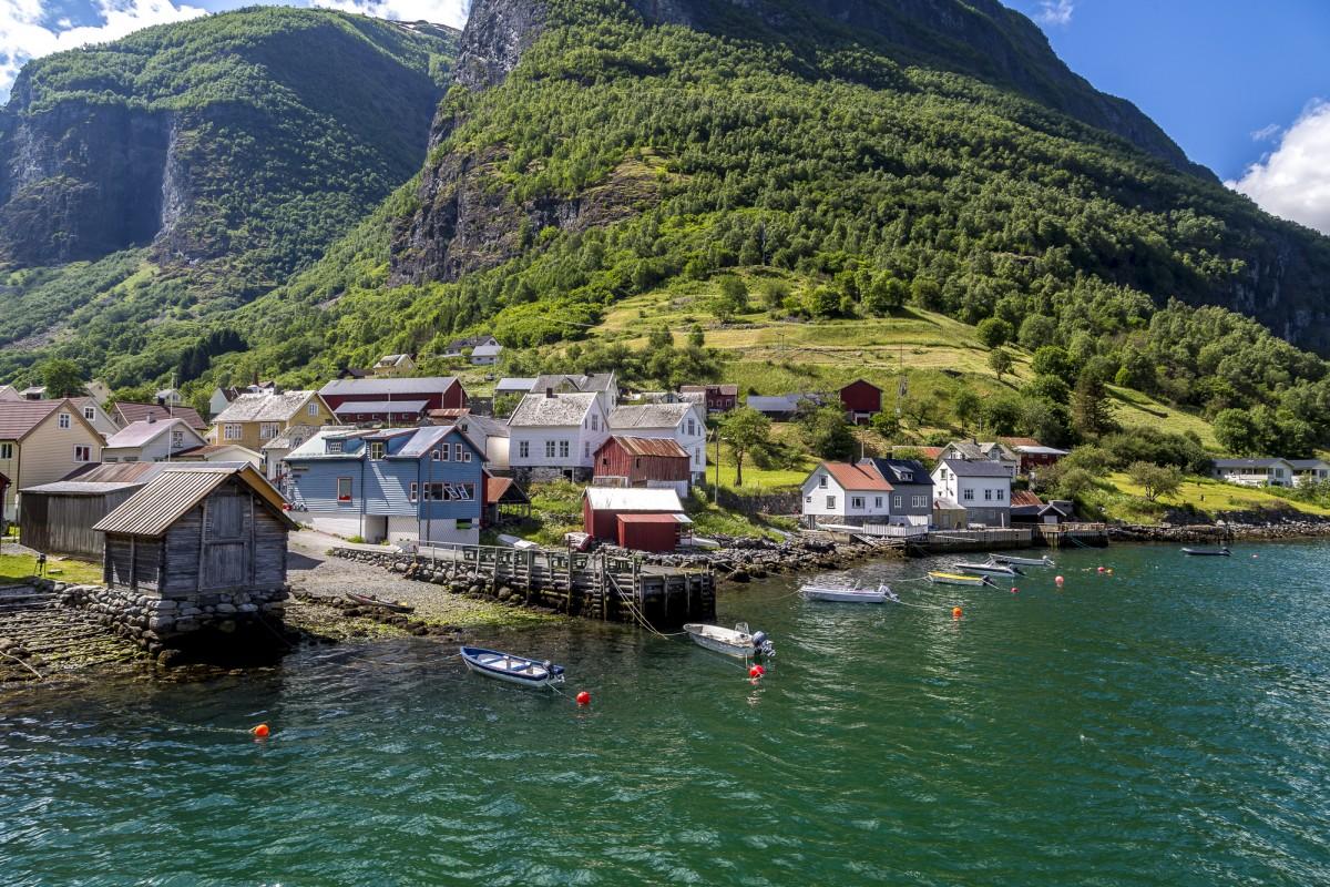 Fjorde in Norwegen für Eilige mit Kreuzfahrt und Flambahn