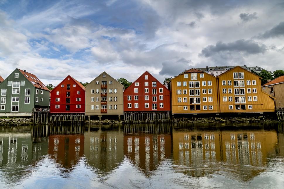 Trondheim-Nidelva-historische-Gebäude