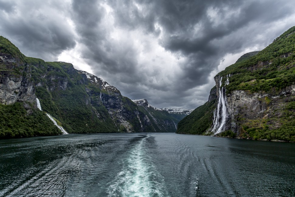 hurtigruten-Geirangerfjord-Seven-Sisters