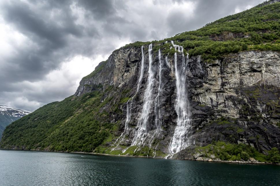 hurtigruten-Geirangerfjord-SevenSister-1