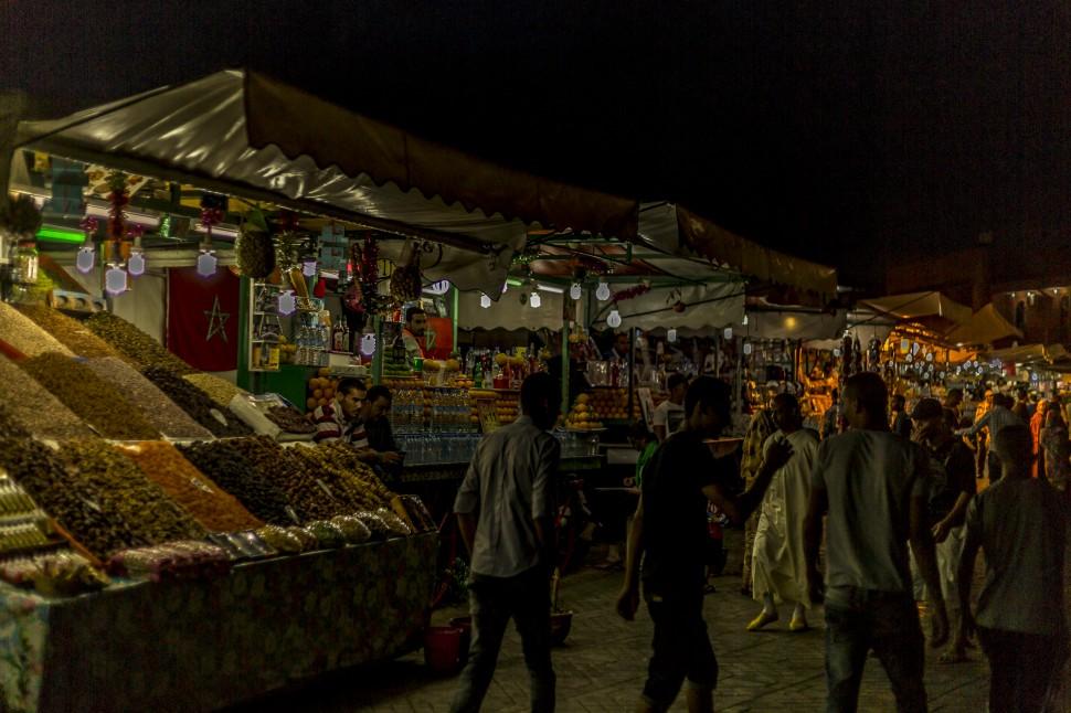 Gewürze auf dem Djemaa el Fna in Marrakesch in der Nacht