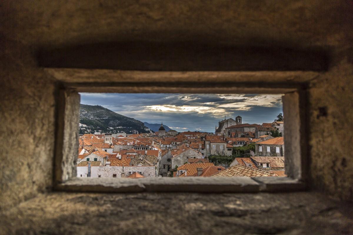 Dubrovnik -Sonnenaufgang in der Altstadt und ausserhalb der Stadtmauer