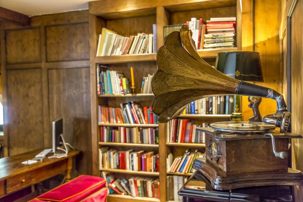 Hotel-Paradies-Bibliothek