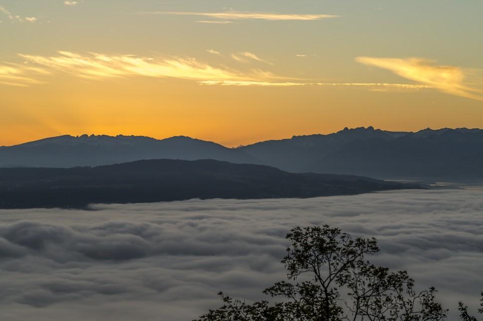 Zuerich Albiskette Sonnenaufgang