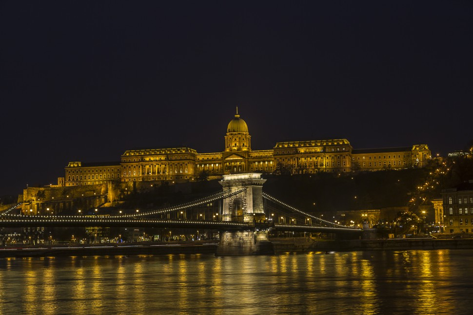 Buda-hill-by-night