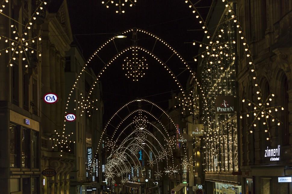 Einkaufsgasse-Basel-Beleuchtung