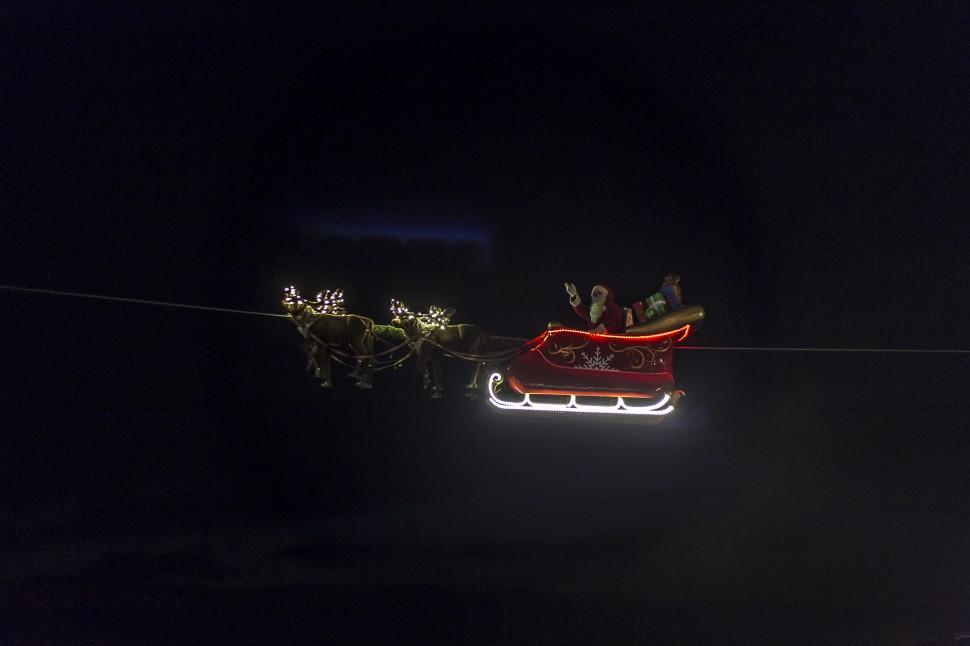 montreuxnoel-fliegender-Weihnachtsmann
