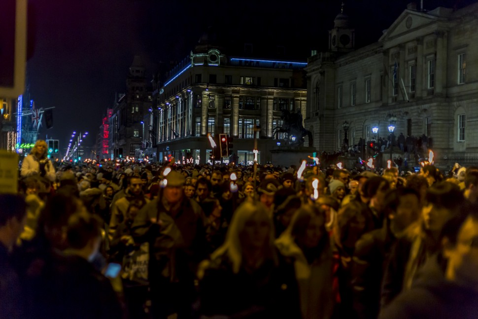 Edinburgh-Hogmany-torchlight-procession-4