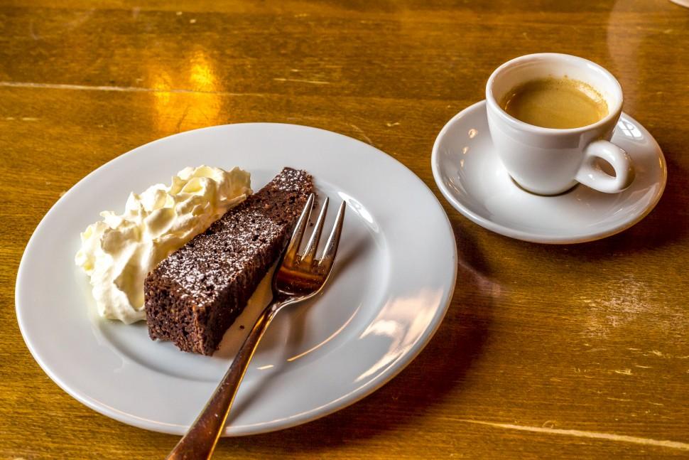 grimsel-hospiz-schokoladenkuchen