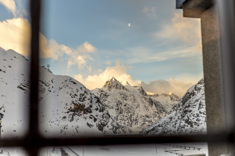 grimsel-hospiz-winterausblick