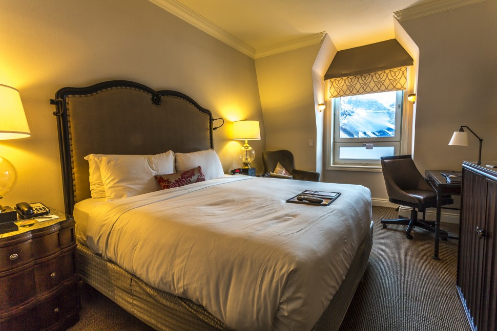Fairmont-Chateau-Lake-Louise-Lakeside-Room