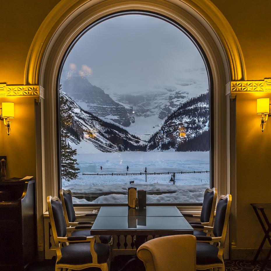Lakeview-Lounge-Fairmont-Lake-Louise