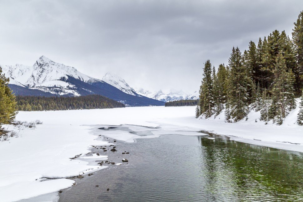 Maligne-Lake-Winter