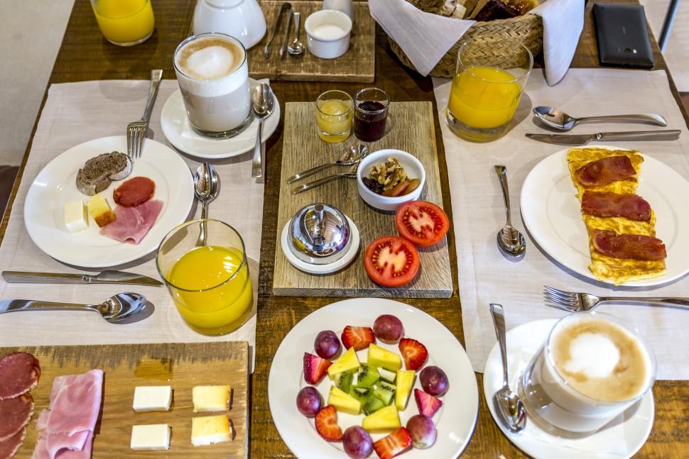 Hotel-Torralbenc-Menorca-Fruehstueck