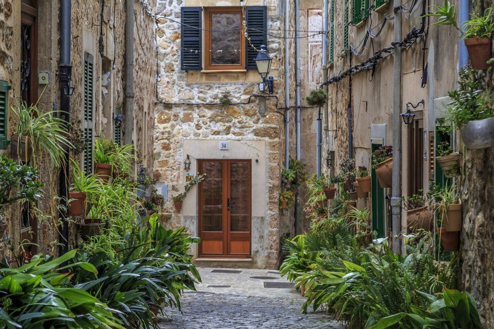 valldemossa-beautiful-streets