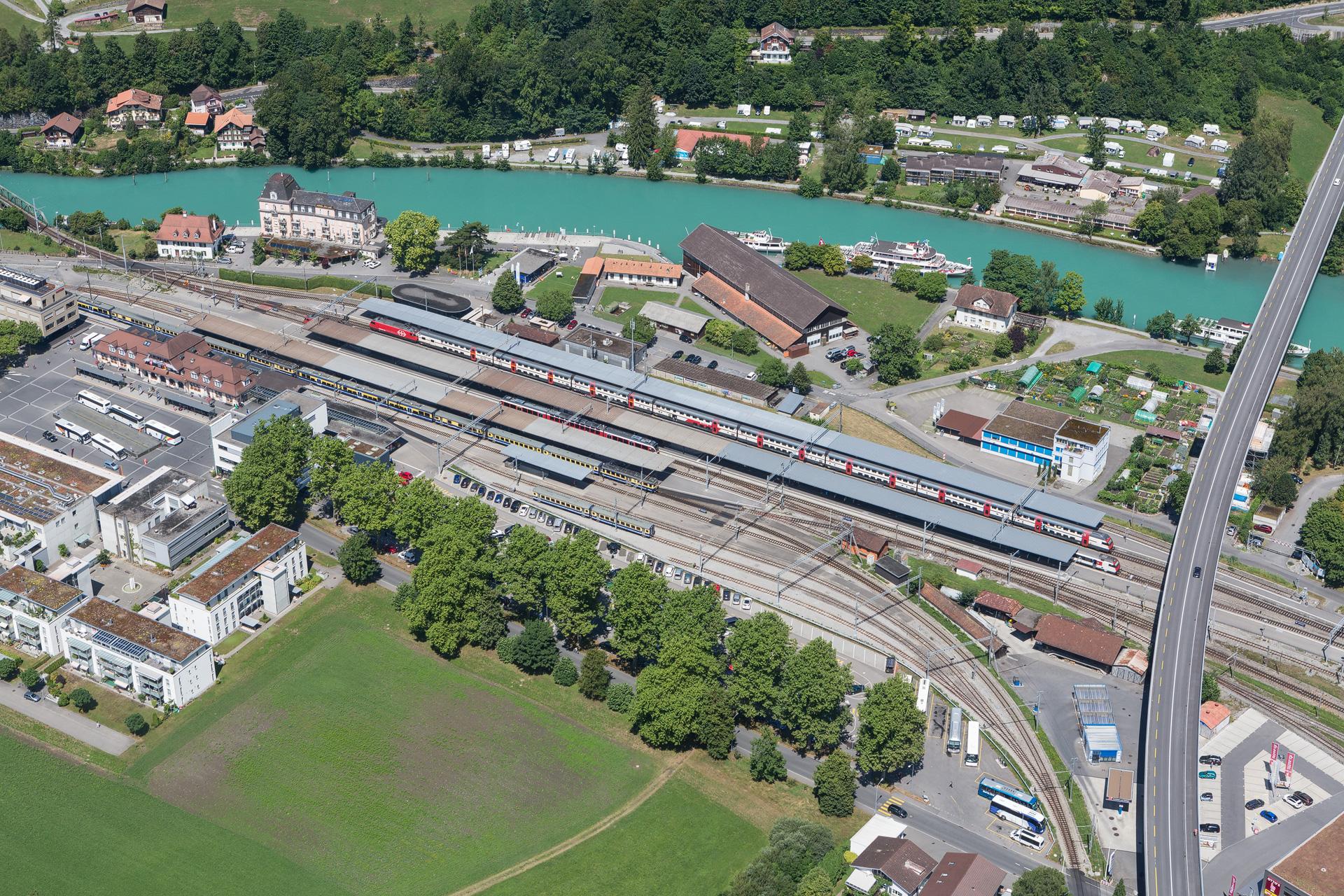 Mamo-Photography-Zepellin-Interlaken-Bahnhof
