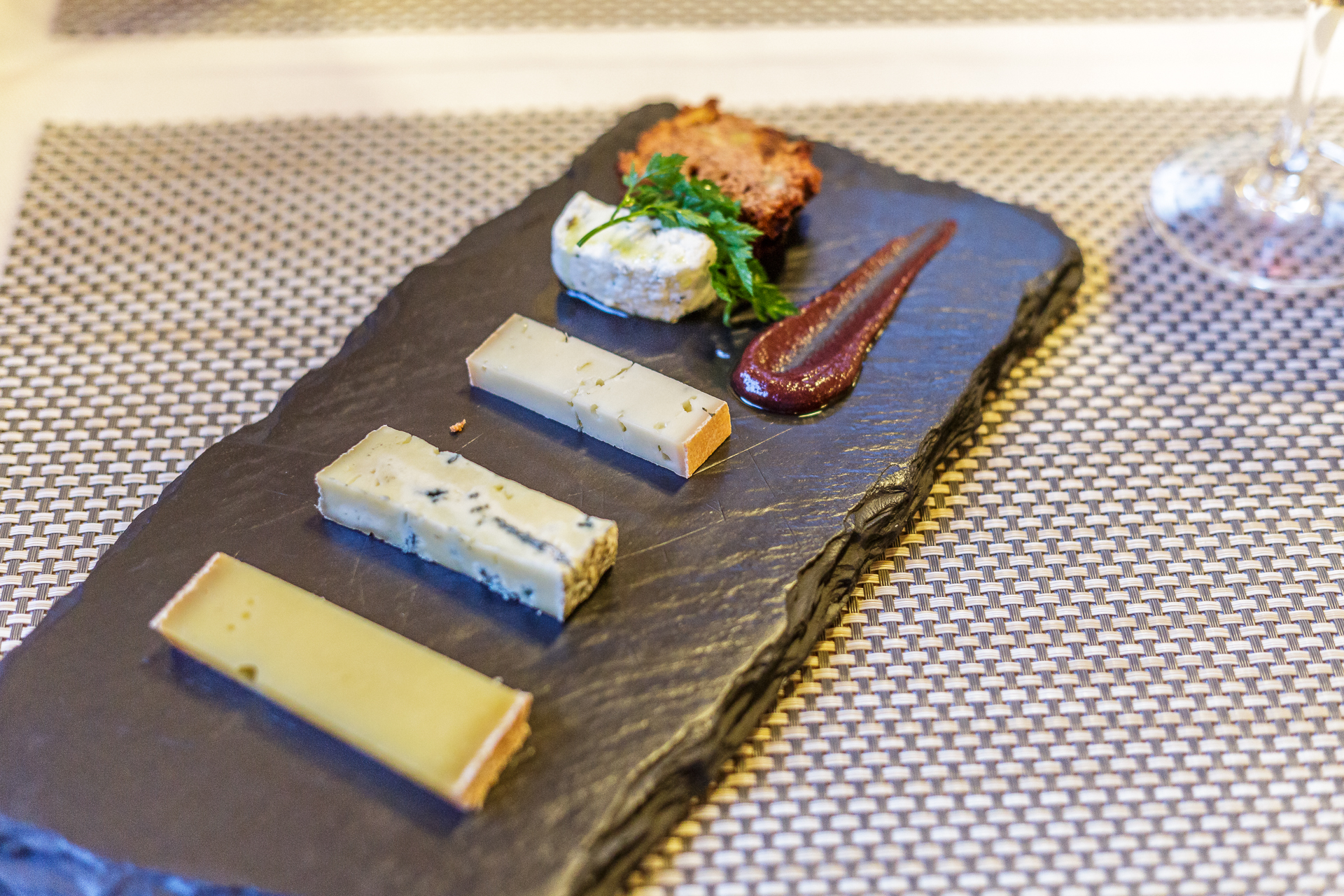 Hote-Nest-Bietschhorn-Cuisine-Fraicheur-Kaese