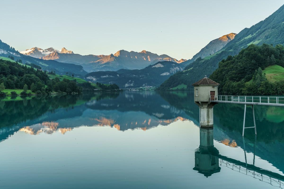 Zum Mittelpunkt der Schweiz