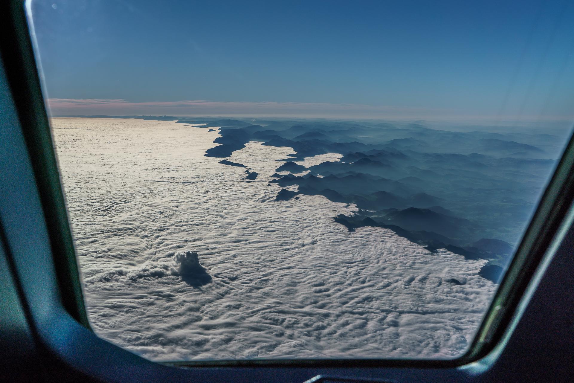 Nebelmeer-Flugzeug
