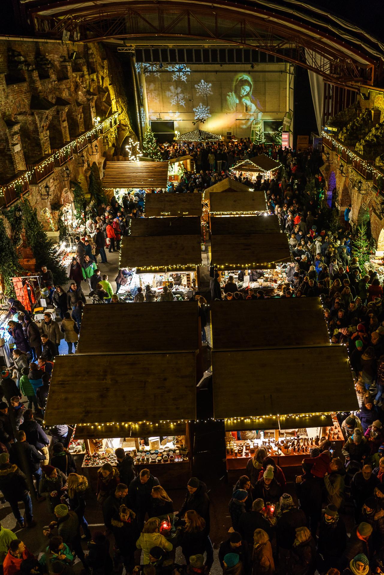Aufsteirern-Weihnachtsmarkt-Schlossberg
