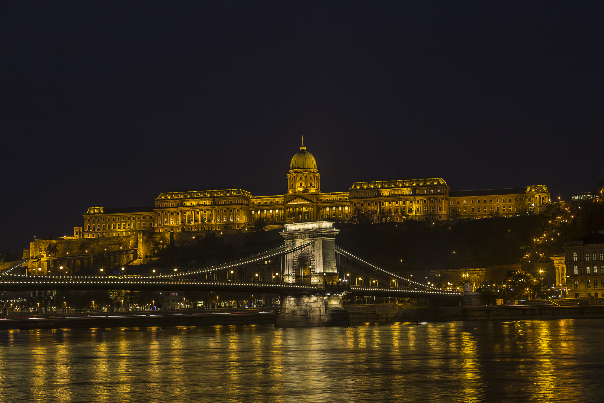 Buda-hill-by-night