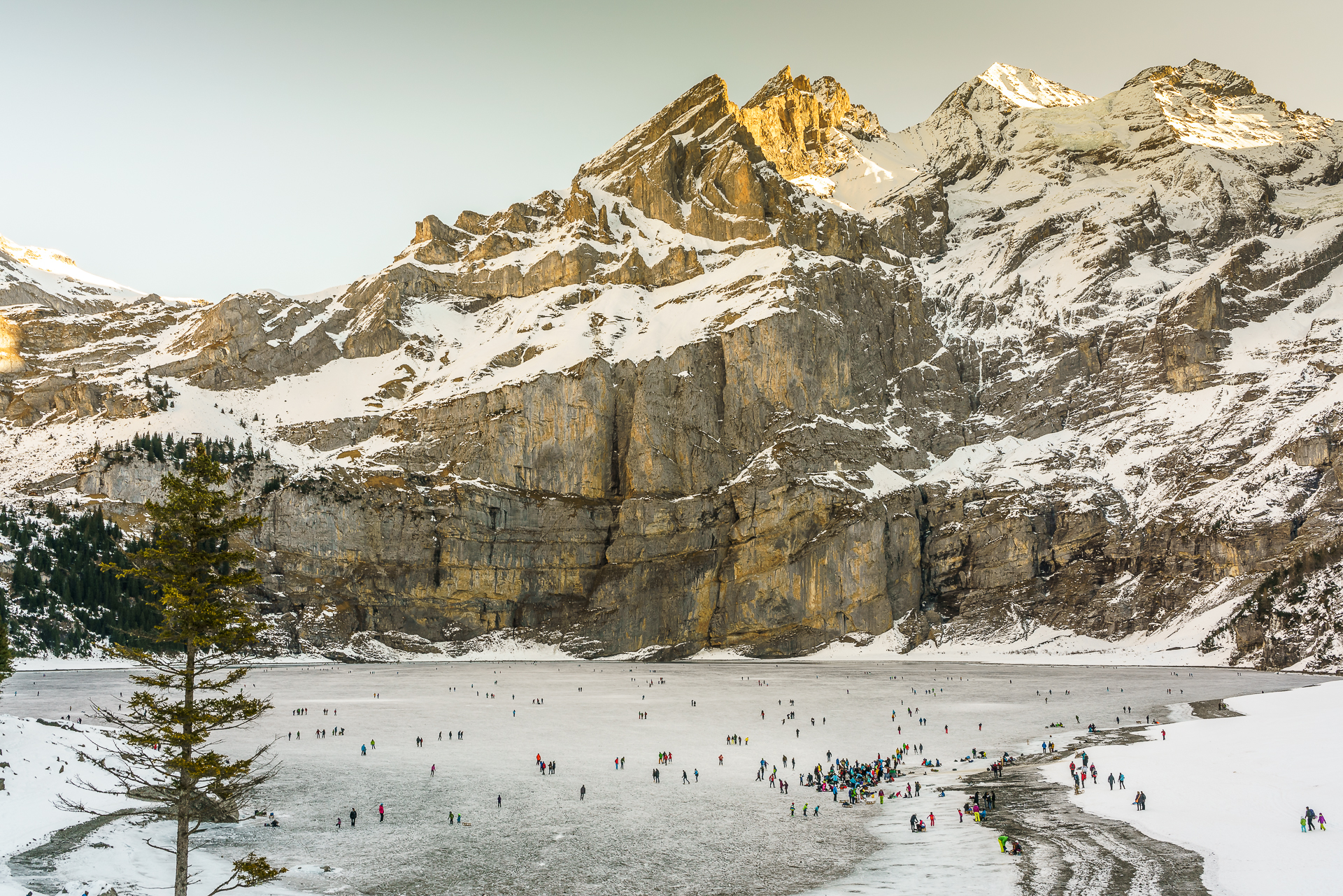 Winter-Oeschinensee-Eislaufen
