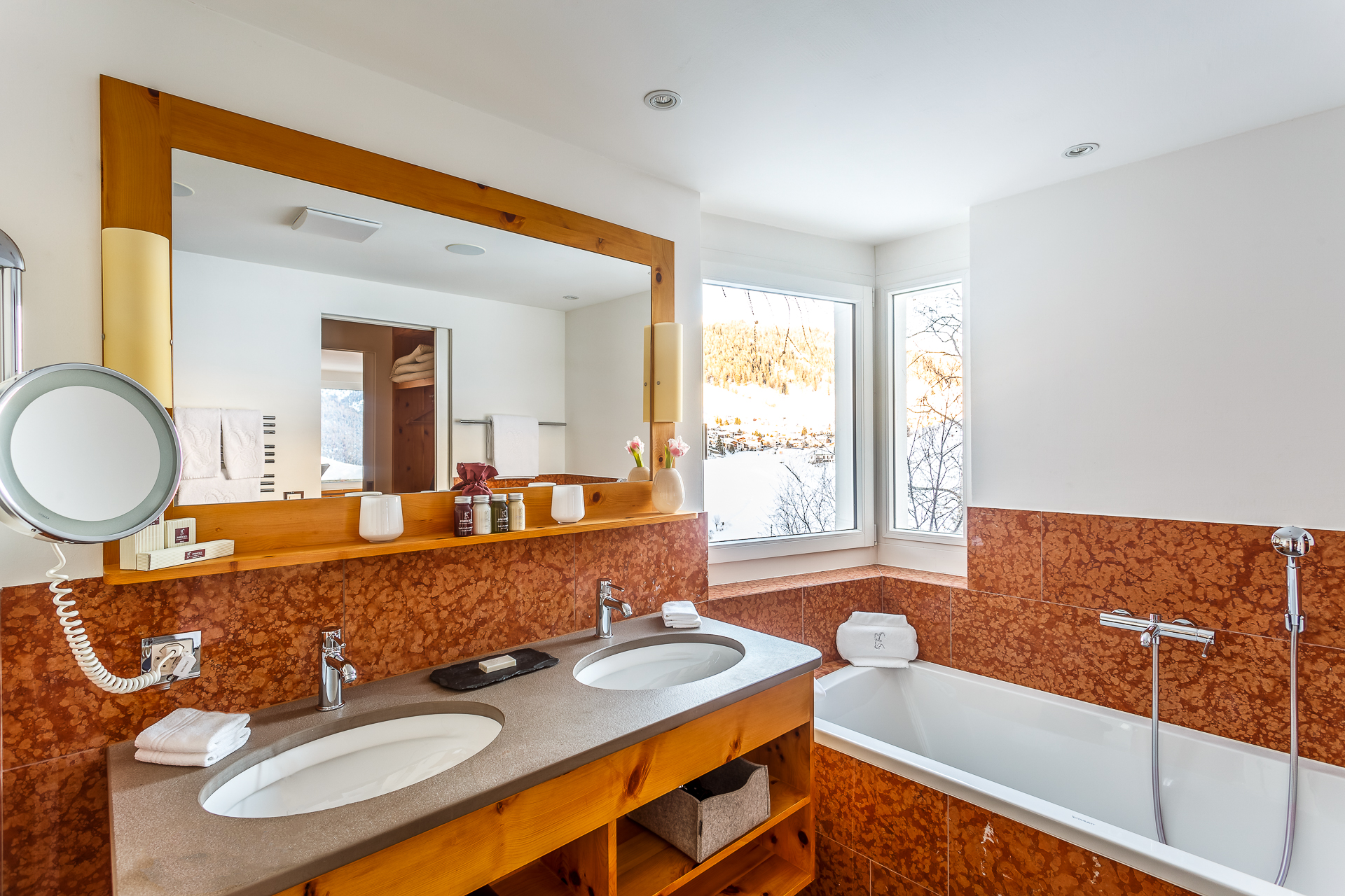 Badezimmer-Suite-Hotel-Paradies