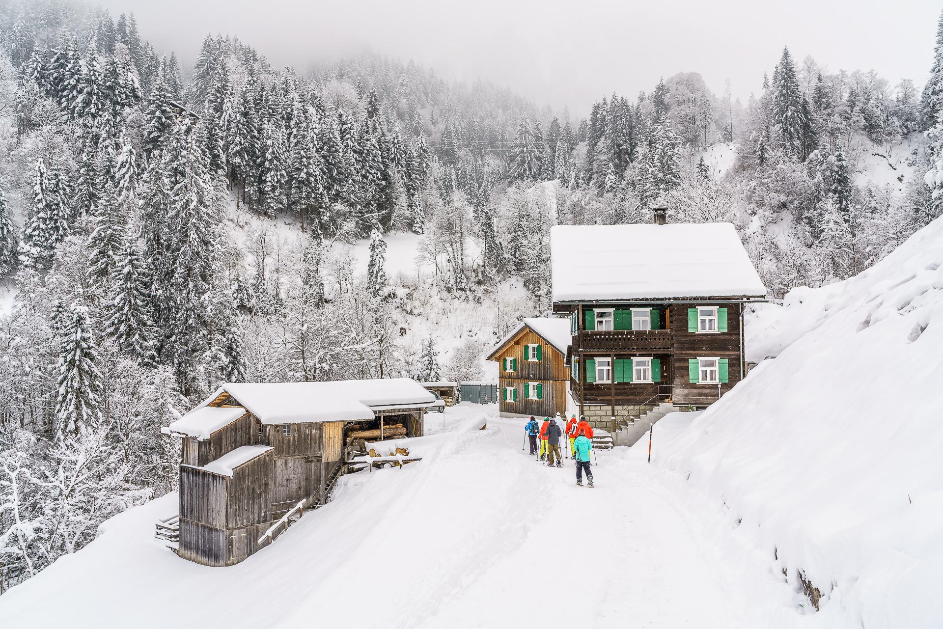 BergAktiv-Wanderfuehrer-Montafon-Schneeschuhtour-1