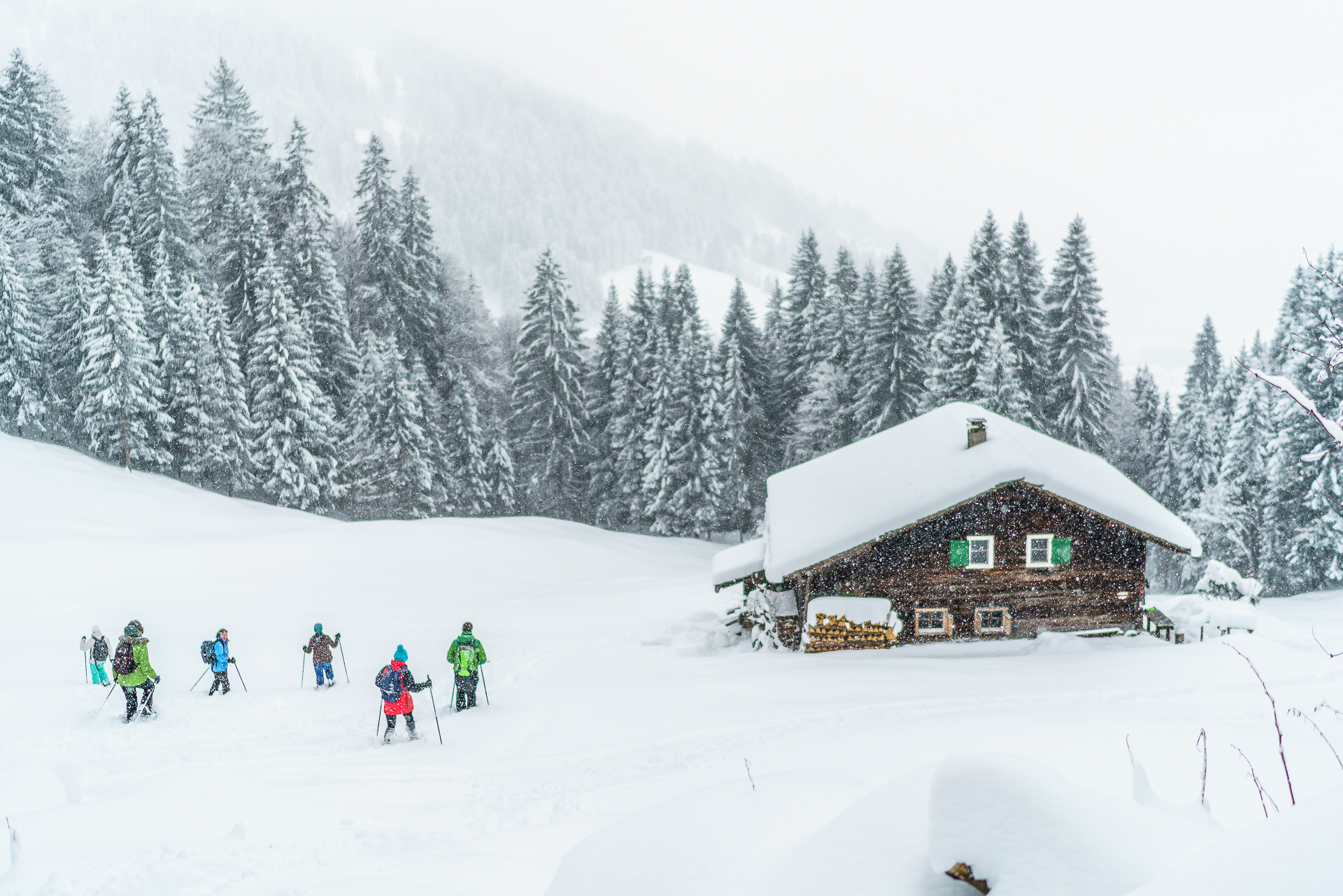 Schneeschuhwandern-im-Tiefschnee