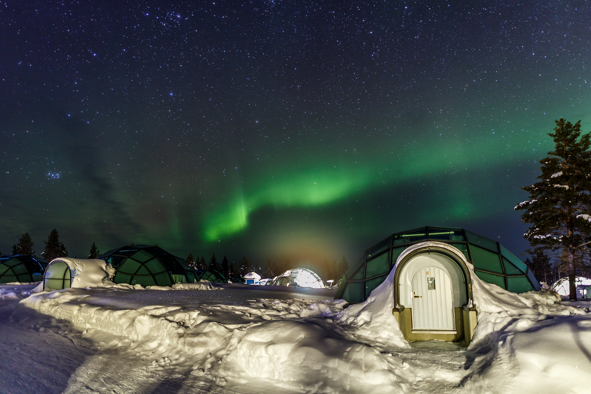 Kakslauttanen-Arctic-Resort-Northern-Lights-1