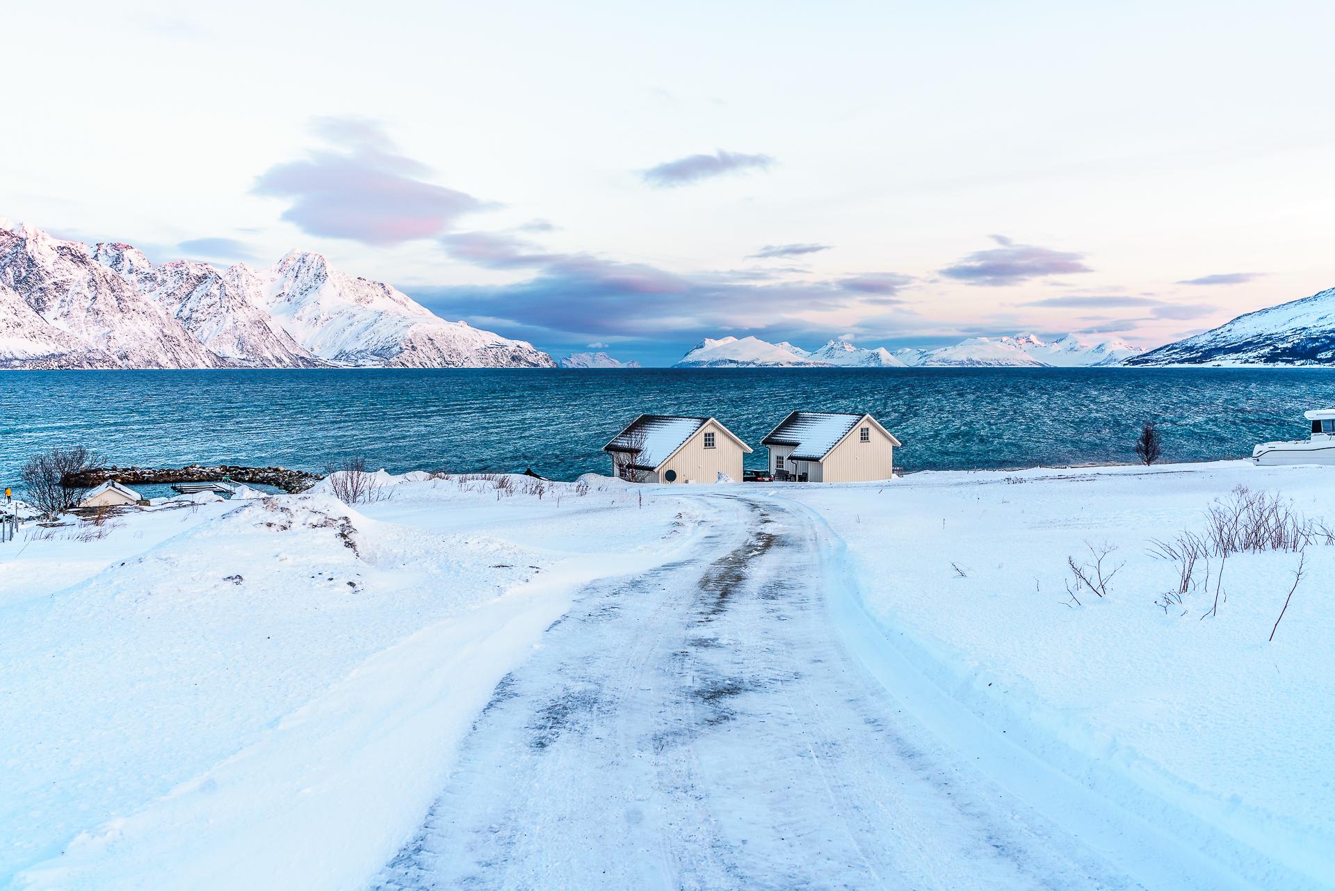 spakenes-sjobuer-lyngenfjord-2