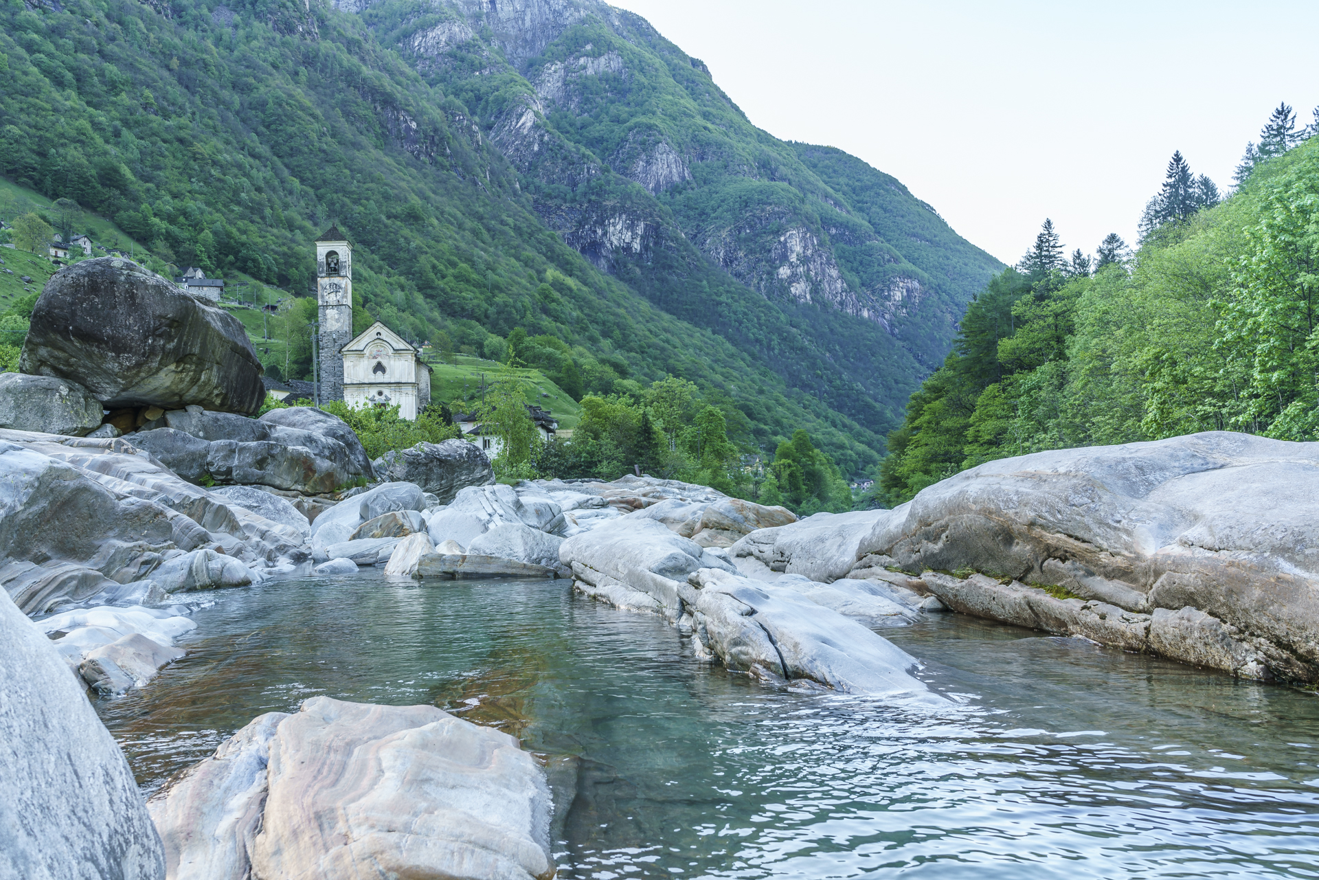 Lavertezzo-Kirche-Dorf
