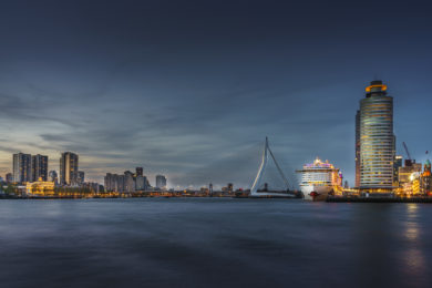 Skyline Rotterdam mit Aida Prima