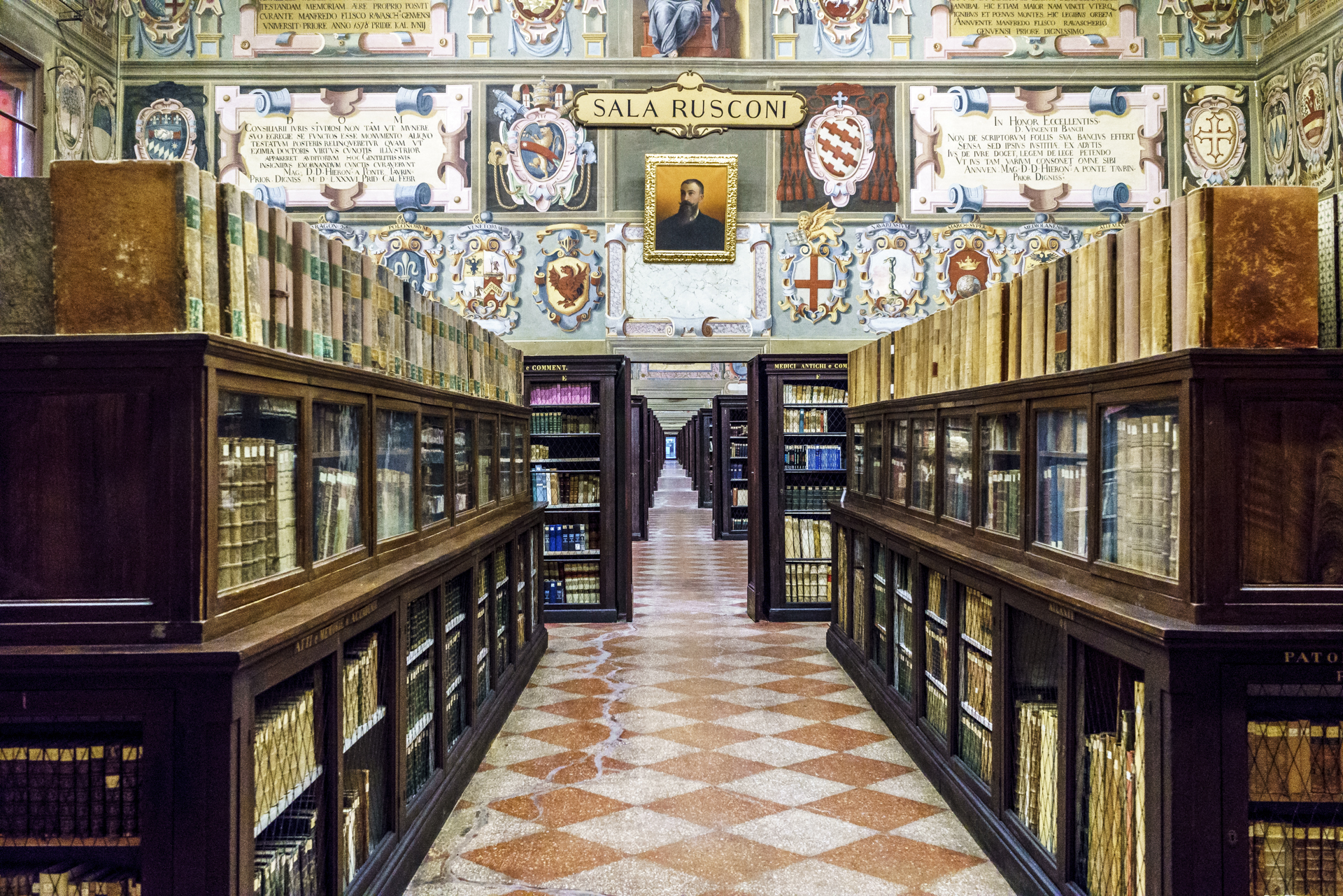 Biblioteca-dell-Archiginnasio-Buecher